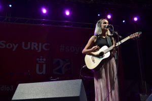 Zahara ante el público del festival de Radio 3 en la Universidad Rey Juan Carlos | Foto vía Adrián Jiménez