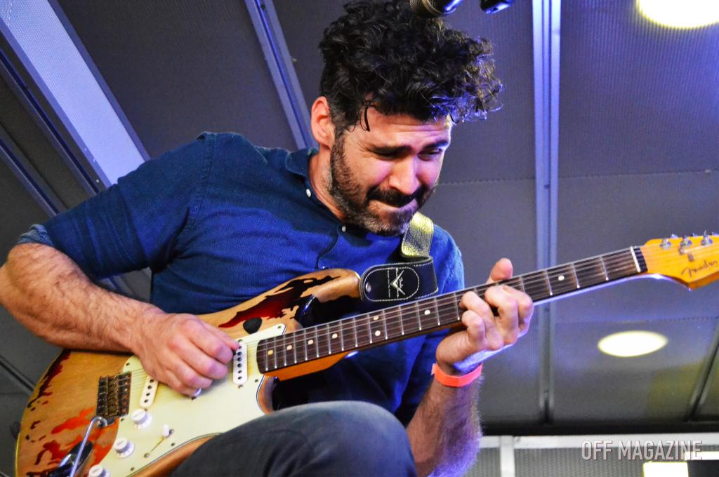 Alberto, guitarrista de Izal, durante el evento de ayer | Foto vía OFF Magazine