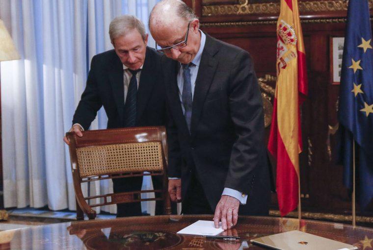 Cristóbal Montoro en su despacho (Fuente: El País)