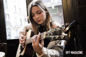 """La guitarra de Paula Mun es un buen método para llegar a conocerla"" |Foto: Rubén Becerra"