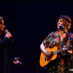 Momentazo de la noche: María y Estíbaliz interpretan 'Piel', dedicada a Sergio Blanco | Foto vía Adrián Jiménez
