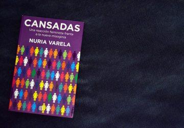 Portada de 'Cansadas', el nuevo libro de Nuria Varela | Foto vía Adrián Jiménez